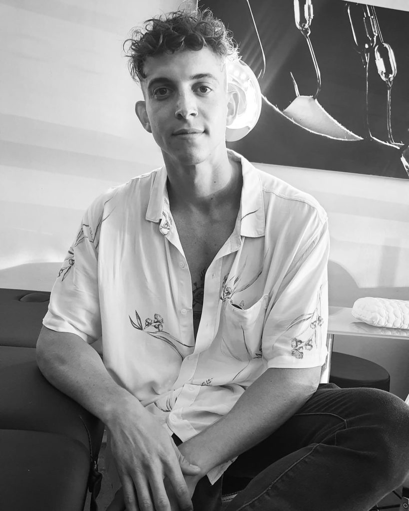 Chris Read, handpoke and machine tattoo artist